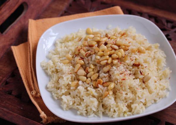 Рис с шафраном и кедровыми орешками