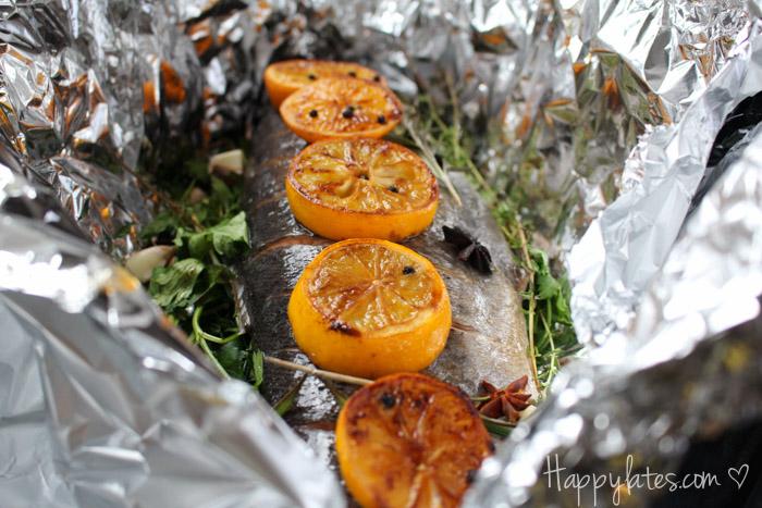Семга, запеченная с травами и карамелизованными лимонами