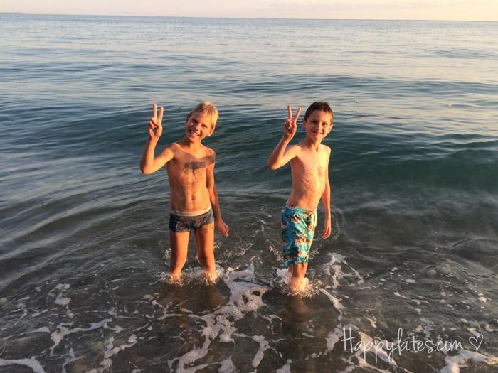 Черное море, мальчишки