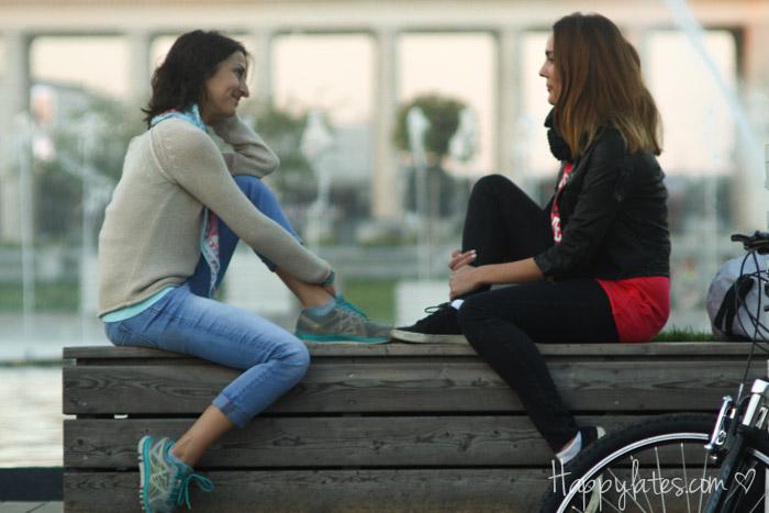 Две девушки в парке Горького