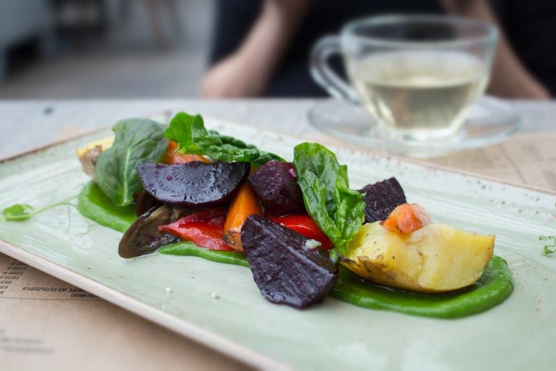 Салат из запеченных овощей, ресторан Карлсон, Москва